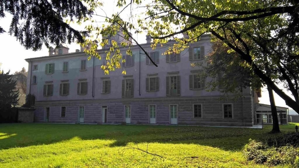 Casa di lusso villa lambertenghi milano for Piani casa di lusso 2015
