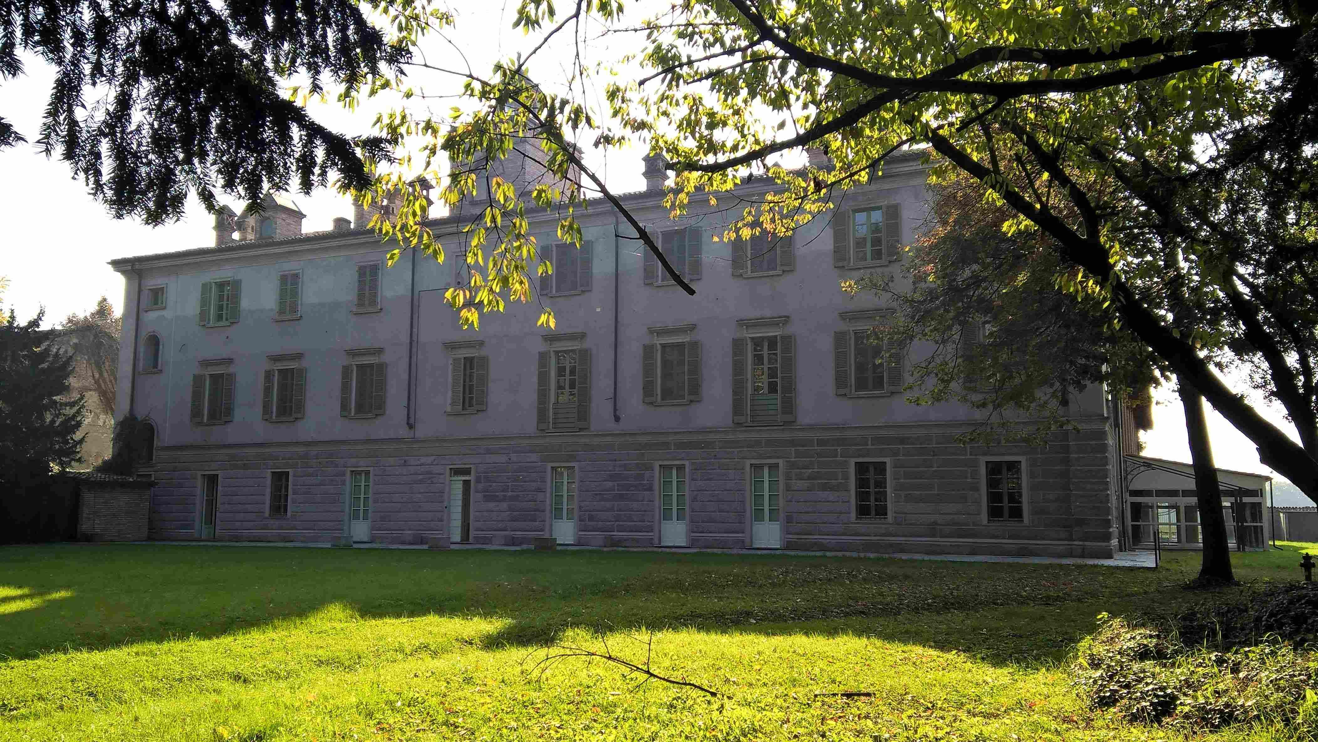 Casa di lusso villa lambertenghi milano for Piani di casa di lusso unici