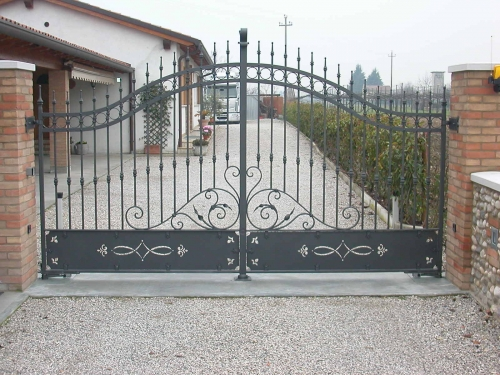 Cancello in ferro battuto a modica for Immagini cancelli in ferro