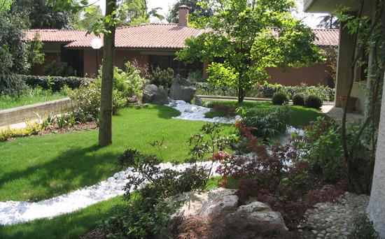 Realizzazione giardini savigliano for Esempi di giardini